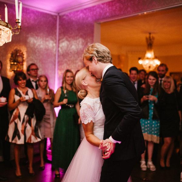 Anna & Oskar | Vaxholms kyrka och Tornvillan